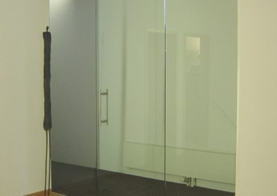 Bürotrennwand mit Dorma universal Drehtüre-cut-adjust-contrast