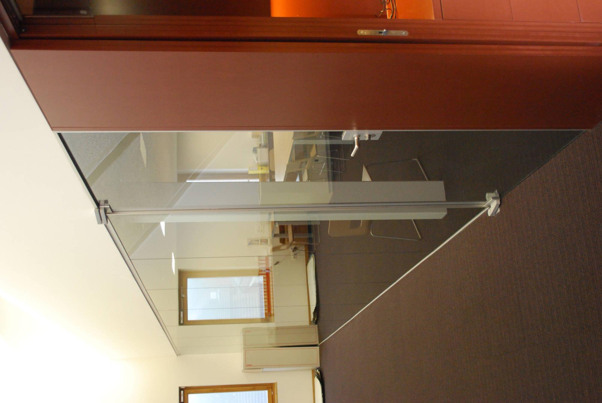 glastrennwand demenga glas ag. Black Bedroom Furniture Sets. Home Design Ideas