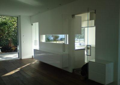 Badezimmer mit innwändiges Fenster, Glastüre, Glastrennwand