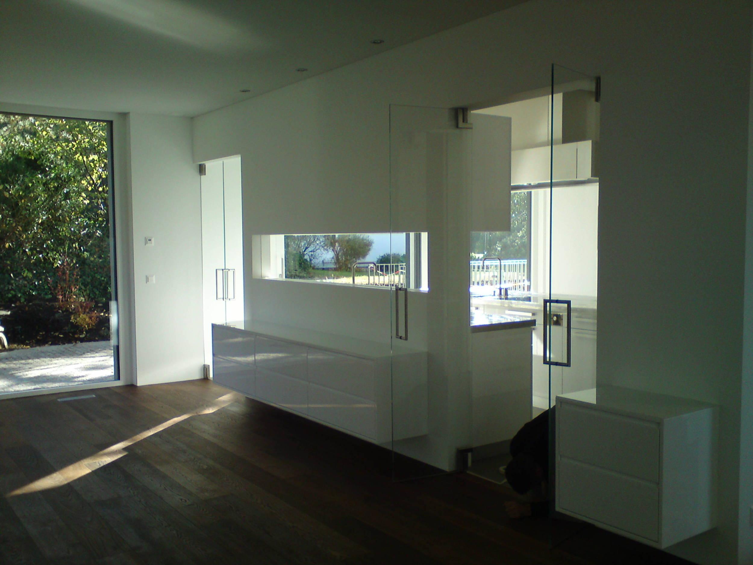 sanit r aus glas demenga glas ag. Black Bedroom Furniture Sets. Home Design Ideas