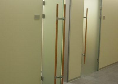 Ganzglastüre Satinato Innenbereich Stangengriffe aus Holz