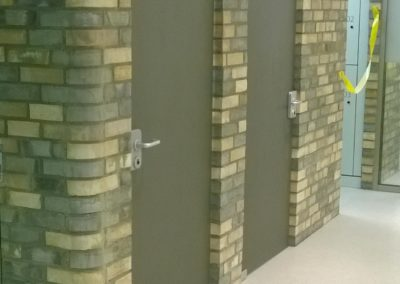Ganzglastüre aus TVG mit Farbfolie Blickdicht