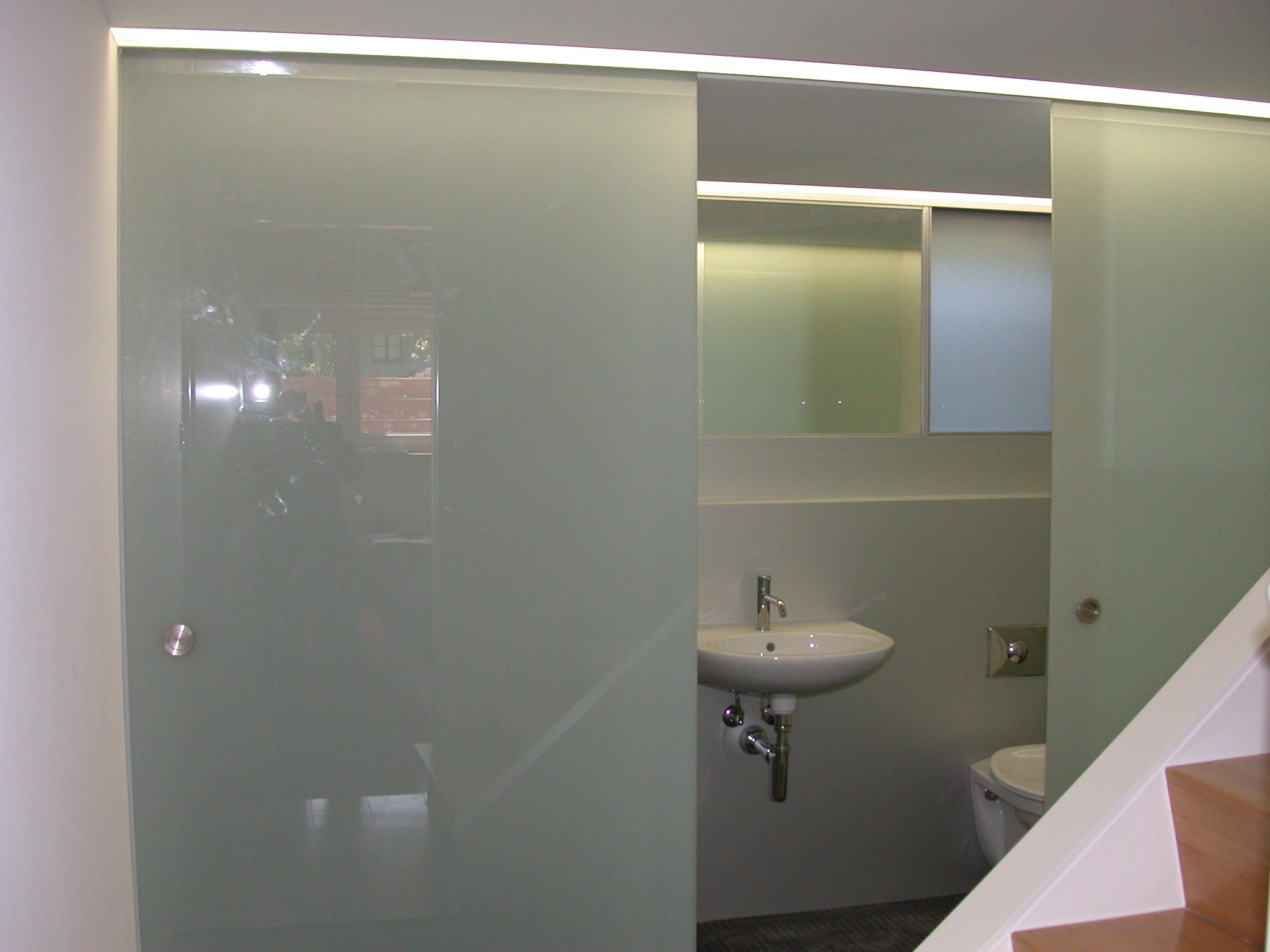 Glasabtrennung mit Schiebetüre - Demenga Glas AG