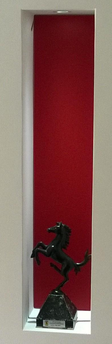Nischenrückwand aus Satinato rot