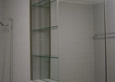 Spiegelschrank mit Spiegelschiebetüre