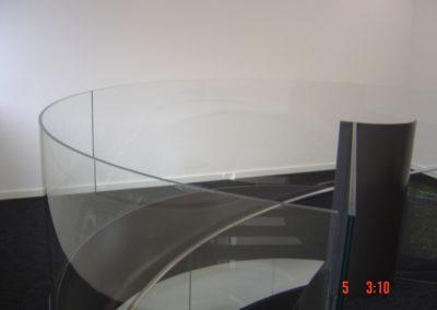 Treppengländer mit zylindisch gebogenem VSG Glas Sicherheitsglas Geländer Glasbrüstung Glasabtrennung Glaswand