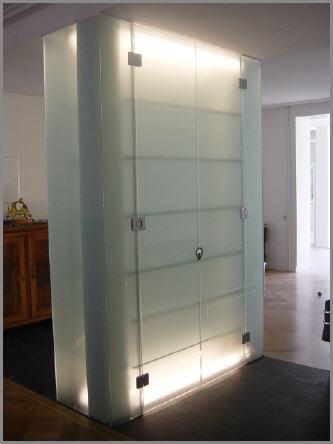 glasvitrine glastheke demenga glas ag. Black Bedroom Furniture Sets. Home Design Ideas