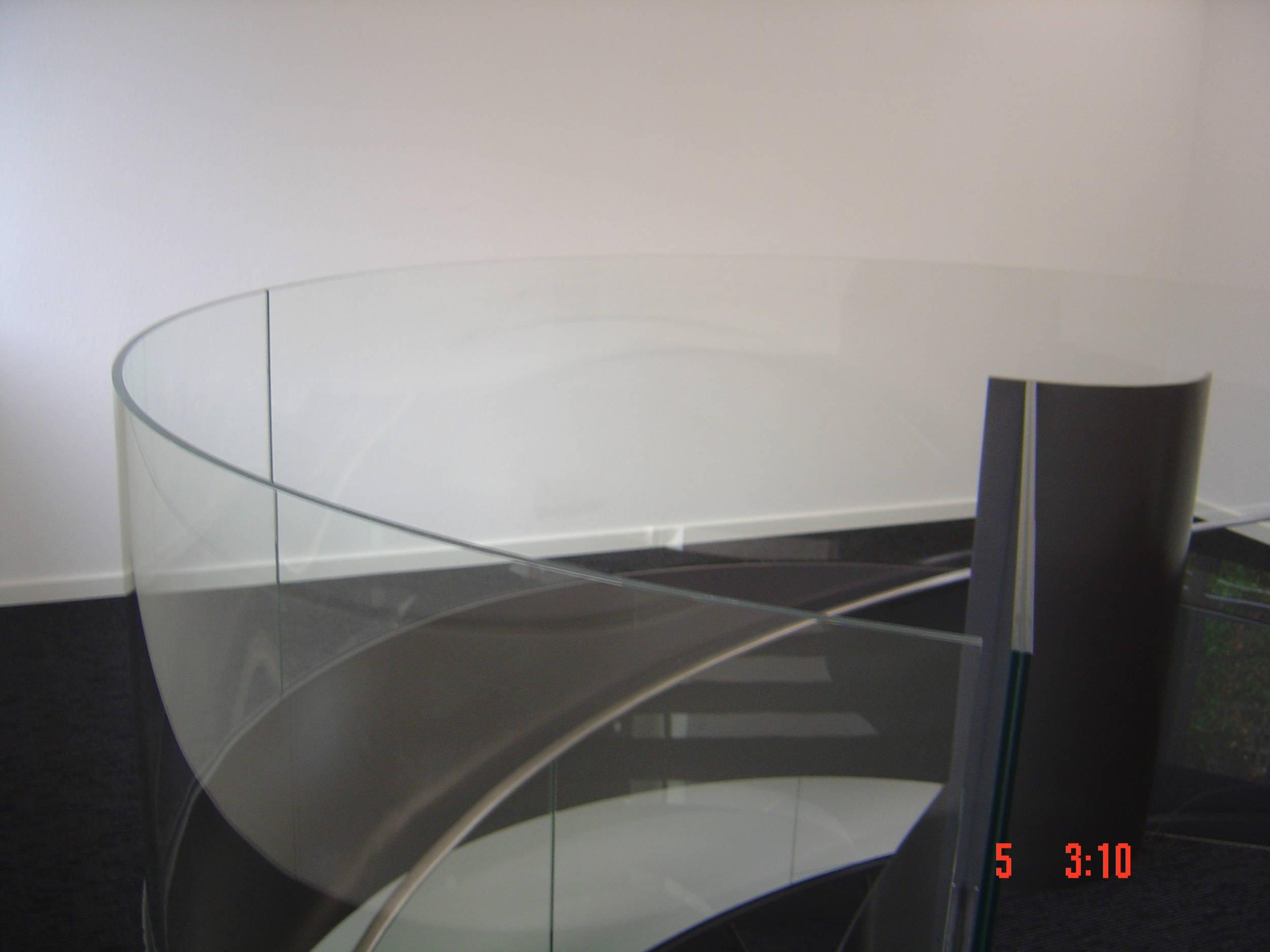 Treppengländer mit zylindisch gebogenem VSG Glas Sicherheitsglas ...