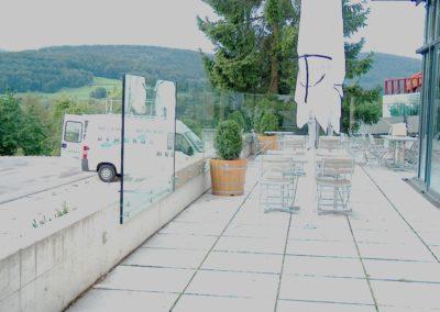 VSG Glas Sicherheitsglas Geländer Glasbrüstung Glasabtrennung Glaswand Glaserei Glasbau Puntehalter Windschutz Absturtzsicherung
