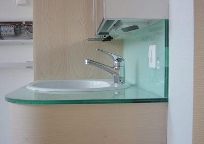 VSG-Waschtisch und VSG-Glasrückwand